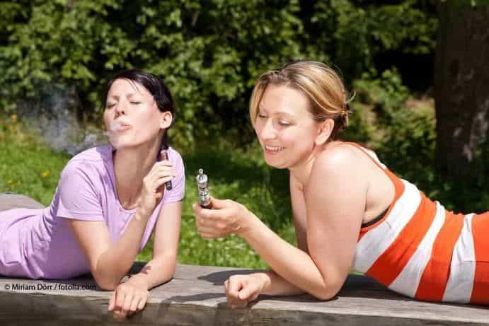 FrauenrauchenE Zigarette