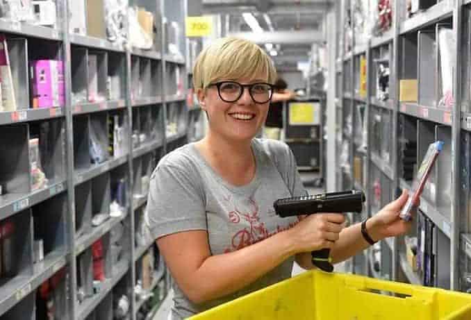 Amazon Mitarbeiter/in, Copyright Amazon