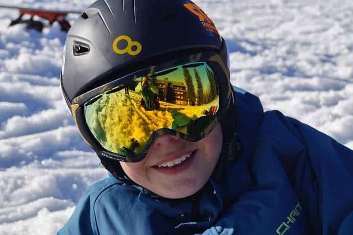 Sonnenschutz Skibrille im Winter