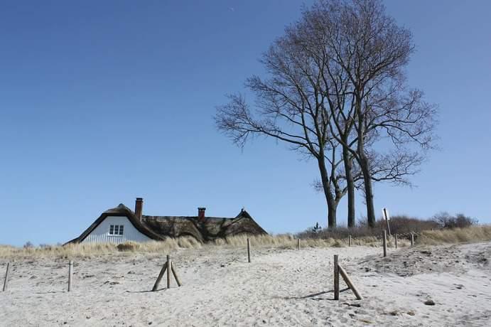Ahrenshoop Strand Haus mit Reetdach