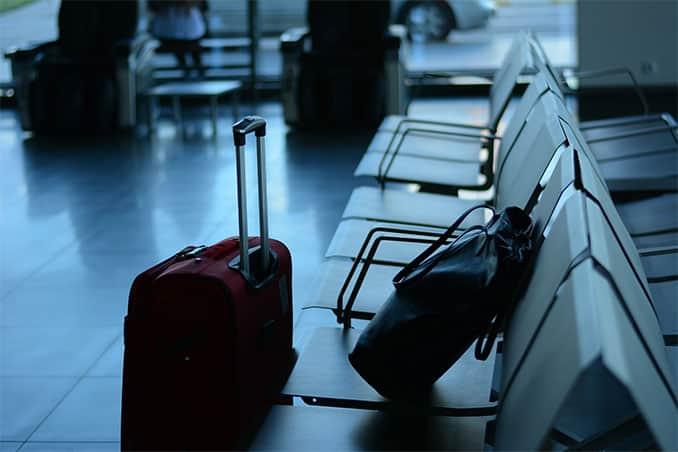 Vor allem bei Flugreisen sparen kleine Gepäckstücke richtig Zeit, denn es entfällt die Wartezeit nach der Landung an der Gepäckausgabe.