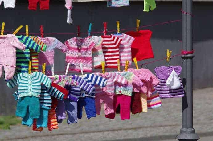 Selbstgenähte Babykleidung