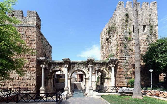 Hadrianstor in Antalya Bild:Ingo Mehling CC BY-SA 3.0