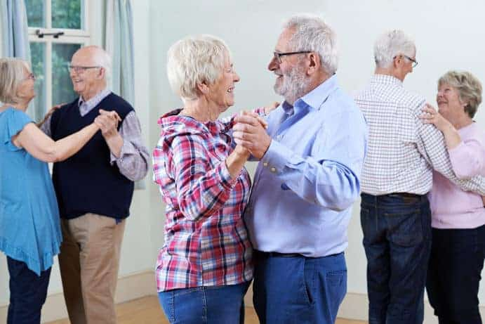 Seniorengruppe beim Tanzen ©HighwayStarz/depositphotos.com